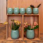 Duftkerzen von Schulthess und Vasen von Henry Dean, sommerliche Düfte und Farben, jetzt im Bluemehuus Bäumleingasse 7 in Basel